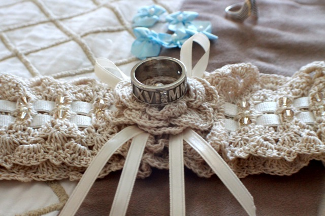beautiful crochet wedding garter with wedding rings